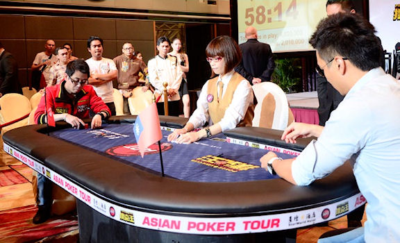 Winfred faces Taiwans Carlos Chang heads-up at the 2012 AsianPoker Tour Macau main event
