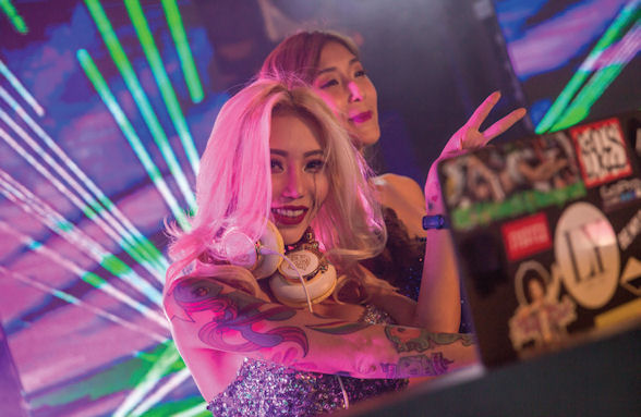[b]DJ Leng Yein got the party started[/b]